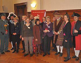 Organisatoren, Redner und Gäste im Rathaus von Halle (Foto: H.-J. Schwoon)