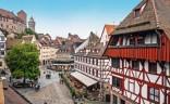 Die Kaiserburg in Nürnberg mit dem Tiergärtnertorplatz in der Sebalder Altstadt