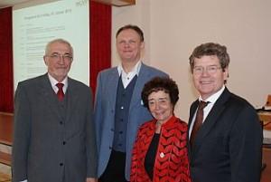 Bayerischer Gästeführertag in Würzburg 2013 (v. li. nach re.): Dr. P. Beinhofer (Regierungspräsident Ufr.), Johannes Wohlfahrt (Vors. Würzburger GF-Verein), U. Franz (MGV), Georg Rosenthal (Oberbürgermeister Würzburg) Foto: G. Reichlmayr